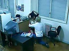 Foda escritório capturados por câmera escondida