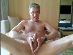 pappa runkar i sitt hotellrum