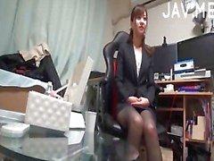 Japanska i svarta strumpbyxor blir fitta retad
