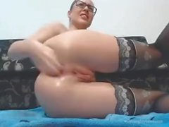 Camgirl Lubes Up För Anal Fisting