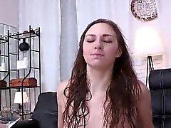 menina gostoso do seja chatear e esfregando fuckbox raspada