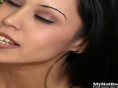 Domino süper uzun tırnaklarıyla bir minyon Latina olduğunu. ...