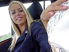 Горячий секс FA Окрестите Courtney в машине