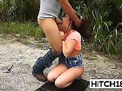 Sevimli kız Brittany Shae sert bir horoz gags