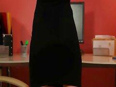 Seksi siyah topuklu sekreter poz