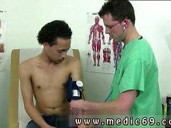 Grabbar som fångats på sjukhus rockar och fritt filmer SCHOOLBOY medicinsk in