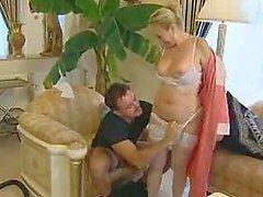 Красивое немецкая Уборщик бабка получает анальный молодыми Хозяина