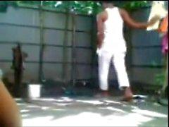 Niño de Bangladesh niña Fucking baño al aire libre