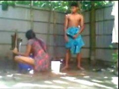 Bangladeshilaisten pojan n tyttö Vitun Ulkoilu Herätyspalvelu