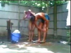 Bangladeshi Mädchen des Jungen n Ficken Bad im Freien
