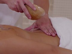 RELAXXXED - Porno de spa europeu com a rapariga checa Ria Sun