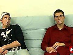 Два очень нервные прямых мальчики сосать и рывок друг друга