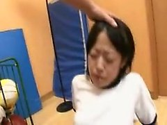 Attirando adolescente giapponese ottiene il suo stretto strappare forato in profondità f