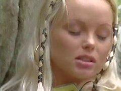 Blondine Durchgefickt an Wäldern und Mit Blondelover .