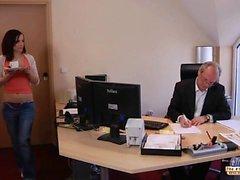 Молодые секретарь а более старых босса порево в офис