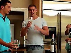 Gaysex Muskel Schotten threesome fun