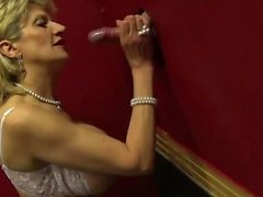 Big tit Lady Sonia visita un gloryhole