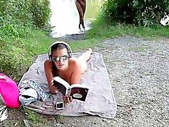 Geiles Bambina laesst sich einfach am Strand ficken e besamen