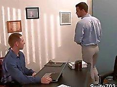 La oficina Gay en los twinks córneos