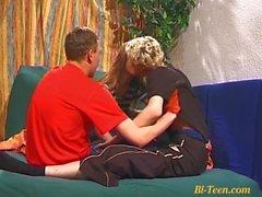 sıska genç biseksüel twinks üçlü