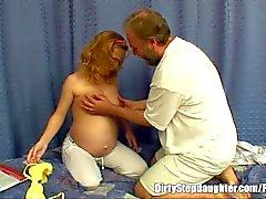Stepdaughter di gravidanza fa scopare da suo Stepfather lubrica