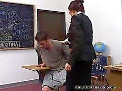 cara espancado por professor