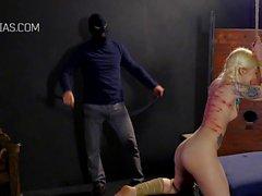 Завязал татуированные рабыни взбитые во время св занного БДСМ порнографией