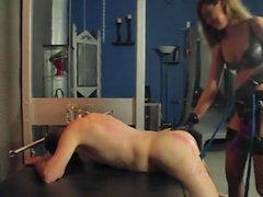 Kız Cock Femdom Sahibe meali Guy tarafından sarsan