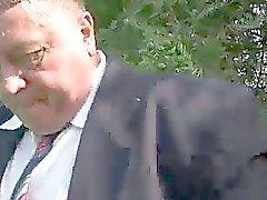 Jugendlich Schlampe bekommt mit alten Manns schlug