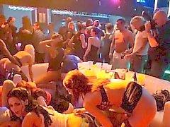 Lustvolle Partys mit wilden hübschen Girls