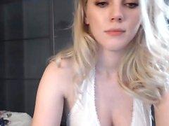 Horny babe Yurizan Beltran enjoys a solo masturbation action