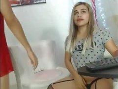 Blonde et Brunette transexuelle Fellation sur webcam
