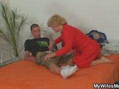 Madre en la ley monta él y la esposa entra