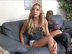 Cocu ißt schwarze Spermaspiele auf Hintern seiner Gattin
