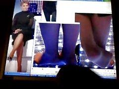 Юлии Получает Ее ноги Cummed