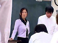 Колледжа школьного учителя Рэй Шина любит