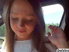 Naughty teen de Foxy Di goza de un anal maldito backseat