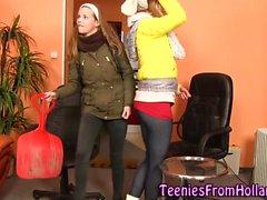 Голландская лесбиянки получает оральный