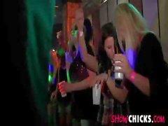 Junggese Party macht wild und thes Girls zu essen Penis und von Bang