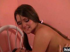 Abby Cross blir knullad i sitt rum