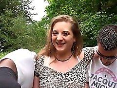 French teini Kylie gets kahden hengen kytketty verkkovirtaan Gangbang