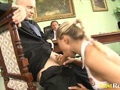 Atraente Mia Leone é enganado por seu chefe