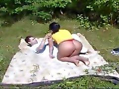mãe e trabalho menino no jardim