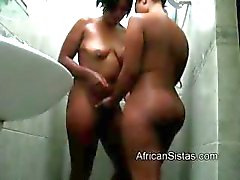 Grote zwarte hotty lesbo krijgt pleasef door hete Afrikaanse in douche