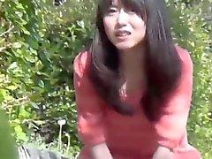 Japonlar parkta idrar yapıyor