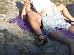 Slutwife Marion gangbanged von Fremden am Strand im Sommer 2016