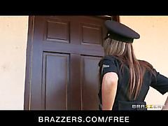 Brazzers - Big tit - policial Courtney Cummz é fodido e punido