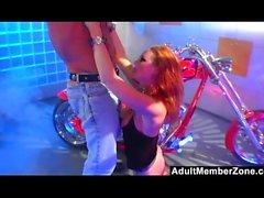 Biker Chick Audrey Hollander diventa duro anale