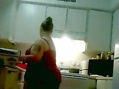 A mi mujer Gordas atractivo de fritura el pollo y Cleaining en bragas