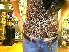 pris masturber dans le magasin
